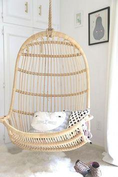 Mooie hangstel zowel qua kleur als vorm Kunnen we zo kopen (Bron: inrichting-huis.com/hangstoel)