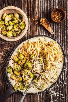 Krémová česneková omáčka, křupavé kapustičky a sýr tvoří dokonalé zimní jídlo; Eva Malúšová Frittata