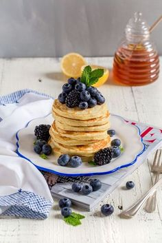 It's quick and easy to make FLUFFY PANCAKES FROM SCRATCH with this easy homemade pancakes recipe! Perfect for breakfast, brunch and lunch. #pancakes #homemadepancakes #pancakesfromscratch #flapjacks #silverdollarpancakes #minipancakes #breakfast #brunch # Fun Cooking, Cooking Recipes, Easy Homemade Pancakes, Light And Fluffy Pancakes, Healthy Make Ahead Breakfast, Pancakes From Scratch, Brunch Recipes, Food Inspiration, Yummy Food