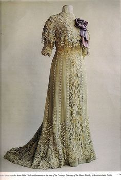 This historical dress is worn over a green under dress, by this method color is used to emphasize the motifs within the design and allows the eye to fully appreciate the design. by lula Edwardian Clothing, Antique Clothing, Edwardian Fashion, Historical Clothing, Vintage Fashion, Historical Dress, Fashion Fashion, Vintage Outfits, Vintage Gowns