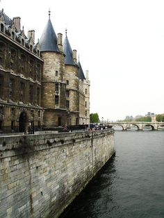 LA CONCIERGERIE    Marie Antoinette and her children were imprisoned here before their execution on the guillotine