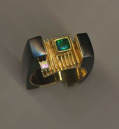 Dinamic men's ring in carved black Jade. A 6.55 Emerald and .12ct square Diamond arranged in 18K gold. By Jeff and Susan Wise - 2xWISE