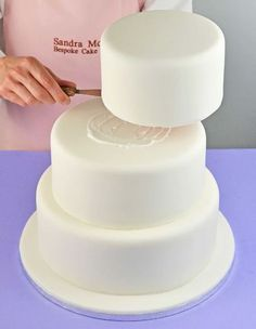How to bake wedding cake step by step?