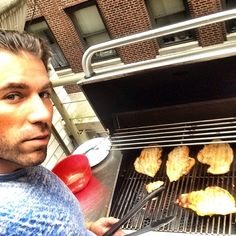 I live in this damn building for 5 years and they just added a grill this year go figure now I'm leaving. Lol. Oh well getting my use in why I can.  #mealpreptime #weekends #fitness  2 weeks out to next shoot time @bodybuildingcom going to be challenging driving cross country to cali next week keep you all posted