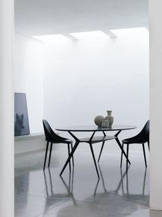 elle chair & biplane table #totalblack collection  http://www.aliasdesign.it/worlds/32/elle/ http://www.aliasdesign.it/worlds/23/biplane/