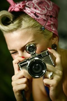 Camera pin-up girl--I am gonna do my hair like this for work!