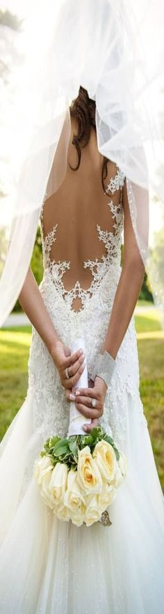 The best way to get the full impression from the back of the dress... We love it!