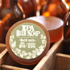 This beer soap is made with IPA craft beer and ground hops; giving it a spicy, herbal and earthy scent. The scents are der Gifts For Beer Lovers, Beer Gifts, Bud Light, Jelly Beans, Beer Hops, Buy Beer, Bath Soap, Smell Good, Secret Santa