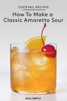 How to make an Amaretto sour with just five ingredients and a cocktail shaker. With this Amaretto sour recipe, you'll whip up the cocktail like a Disaronno Cocktails, Cocktail Amaretto, Amaretto Drinks, Amaretto Sour, Sour Cocktail, Liquor Drinks, Cocktail Drinks, Fun Drinks, Yummy Drinks