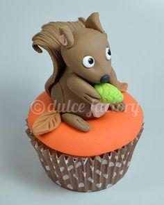 Autumn squirrel cupcake Amazing Cupcakes, Cute Cupcakes, Cupcake Cookies, Autumn Cupcakes, Fondant, Thanksgiving Cakes, Squirrel Girl, Animal Cupcakes, Baking Cakes