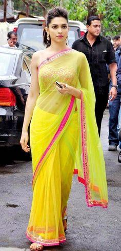 My favorite Indian actress, Deepika Padukone, wearing a beautiful saree. Style Deepika Padukone, Deepika Padukone Hairstyles, Deepika Padukone Lehenga, Indian Dresses, Indian Outfits, Moda India, Look Short, Saree Look, Elegant Saree