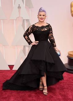 Kelly Osbourne in custom Rita Vinieris. See all the best red carpet arrivals here: