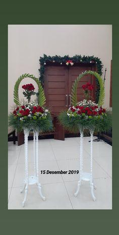 Christmas Flower Decorations, Altar Decorations, Church Flower Arrangements, Floral Arrangements, Flower Bouquet Wedding, Horticulture, Wedding Ideas, Wreaths, Weddings