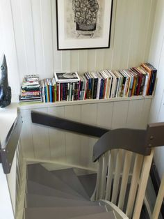 Mal den gamle trappen, den blir som ny for – Happy Homes Norge Discovery, Bookcase, Shelves, Den, Home Decor, Shelving, Decoration Home, Room Decor, Bookcases