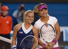 全豪オープンテニス(Australian Open Tennis Tournament 2014)女子シングルス決勝。試合前の写真撮影に臨むドミニカ・チブルコワ(Dominika Cibulkova)と李娜(Na Li、ナ・リー、2014年1月25日撮影)。(c)AFP/GREG WOOD ▼26Jan2014 AFP|中国の李娜がチブルコワを退け全豪制覇 http://www.afpbb.com/articles/-/3007226 #Australian_Open #Aussie_Open #tennis #Li_Na #Na_Li #Dominika_Cibulkova