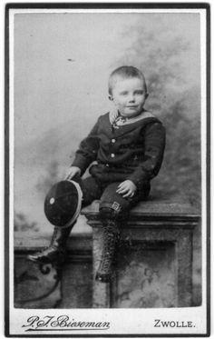Little Dutch boy in sailor suit, photostudio Bieseman, Zwolle