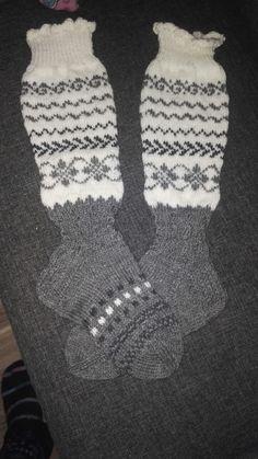 Jäämeren velho sukat Iahnimmat villasukat kirjasta. Gloves, Winter, Fashion, Winter Time, Moda, Fashion Styles, Fashion Illustrations, Winter Fashion