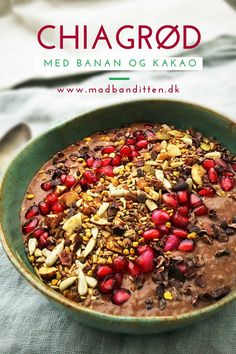 Kakao-chiagrød med banan - lækker morgenmad - mælkefri, glutenfri, sukkerfri opskrift --> Madbanditten.dk Healthy Oatmeal Recipes, Raw Food Recipes, Breakfast Time, Breakfast Recipes, Food N, Food And Drink, Greens Recipe, Food Inspiration, Healthy Eating