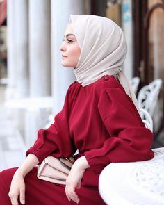 اَلمُسلِیمَۃ اَلصَالِیحَه Image may contain: 1 person, sitting Long Skirt Fashion, Abaya Fashion, Fashion Outfits, Stylish Hijab, Hijab Chic, Stylish Girl, Hijab Style Dress, Hijab Outfit, Hijabi Girl