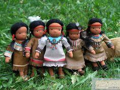 Tiny Native American girls - waldorf inspired dolls made b… Native American Projects, Native American Baby, Tiny Dolls, Soft Dolls, Baby Ganesha, Homemade Dolls, Little Pet Shop Toys, Indian Dolls, Clothespin Dolls