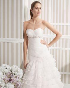 8S189 LUCIA   Wedding Dresses   2015 Collection   Luna Novias (close up)