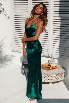 Test Of Time Maxi Dress Green Source by Kleider Deb Dresses, Pretty Prom Dresses, Grad Dresses, Satin Dresses, Elegant Dresses, Bridesmaid Dresses, Awesome Dresses, Wedding Dresses, Green Prom Dresses