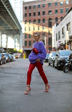 Blair Eadie revisiting a few of her favorite color combinations for the fall and winter season. Always looking for new ways to incorporate color! Purple Jacket, Purple Sweater, Sweater Outfits, Casual Outfits, Cute Outfits, Outfit Pantalon Rojo, Color Combinations For Clothes, Fashion Color Combinations, Color Violeta