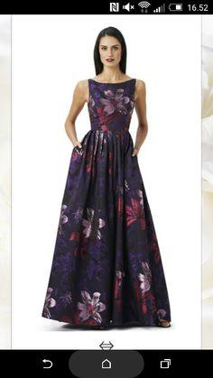 Faldt lige for denne flotte kjole på http://frkfie.dk/produkt/product/adrianna-papell-blume/controller/Product/
