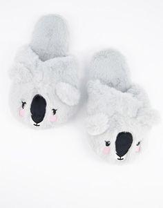 Koalatofflor, strl. 36/37. Pris 229:- Asos.com Bear Slippers, Pom Pom Slippers, Knitted Slippers, Asos, Fur Sliders, Sheepskin Slippers, Textiles, Slipper Boots, Womens Slippers