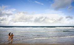 Praia de Porto de Galinhas, um dos maiores hits do litoral brasileiro onde faz calor o ano todo