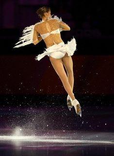 beautiful-shapes: Carolina Kostner 2006 Olympics, Ex Carolina Kostner, Skating Pictures, Ice Skating Dresses, Ice Skaters, Ice Dance, Ice Princess, Women Figure, Poses, Roller Skating