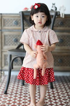 A very cute girl by photographer Semel Semel dong Li Sun Choo Korean Fashion Kpop Bts, Korean Fashion Street Casual, Korean Babies, Asian Babies, Beautiful Children, Beautiful Babies, Cute Girl Outfits, Kids Outfits, Little People