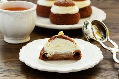 Cupcakes with coffee cream shu.