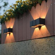 Eindelijk is het zover! Het kwik stijgt weer en het blijft buiten langer licht. Kortom, het tuinseizoen is aangebroken. U kunt nog zo goed geklust hebben, de hagen gesnoeid hebben en nieuwe bloemen hebben geplant. Maar zonder goede tuinverlichting kunt u hier niet optimaal van genieten wanneer de zon ondergaat. Outdoor Garden Lighting, Outdoor Wall Lamps, Outdoor Walls, Outdoor Gardens, Outdoor Decor, Summer Garden, Home And Garden, Led, Lighting Design