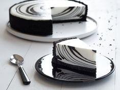 Sernik Zebra z Czarnym Kakao Intense Dr. Cheesecake Recipes, Dessert Recipes, Crazy Cakes, Food Platters, Savoury Cake, Food Cakes, Cake Cookies, Holiday Recipes, Delicious Desserts