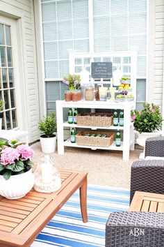 These are such easy tips to update your summer backyard patio for the season! See more on http://ablissfulnest.com/ #patio #backyardideas