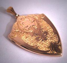 Antique Locket, Vintage Lockets, Rare Antique, Antique Jewelry, Gold C, Art Deco Era, Memorable Gifts, Hand Engraving, Beautiful Hands