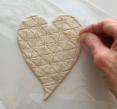 This mixed-media tutorial will show you how to make a tangle-inspired Valentine using paper clay and easy painting techniques. Heart Projects, Clay Projects, Valentine Day Crafts, Be My Valentine, Paper Clay, Clay Art, Doodle Art, Zen Doodle, Cloth Paper Scissors