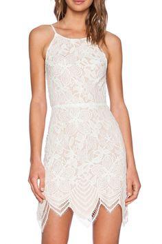 Off White Lace Backless Mini Dress	$18.8	http://www.shareasale.com/m-pr.cfm?merchantID=32249&userID=380926&productID=572964726