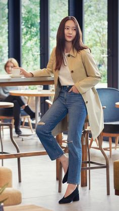 Krystal Fx, Jessica & Krystal, Simple Outfits, Casual Outfits, Krystal Jung Fashion, Diy Fashion Hacks, Korean Girl Photo, Minimal Outfit, Japan Fashion