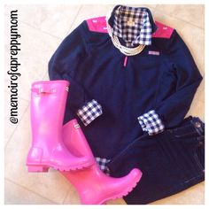 Vineyard Vines Shep and Pink Hunter Boots. such a cute preppy look! Preppy Clothes, Preppy Outfits, Preppy Style, Cute Outfits, My Style, Pink Hunter Boots, Hunter Boots Outfit, Pink Boots, Fall Winter Outfits