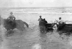 928 Car in Water, Nye Beach, Newport, OR (Oregon Digital) Newport Oregon, Old Time Photos, Historical Pictures, Vintage Love, Good Old, Nye, Washington, Photographs, Smile