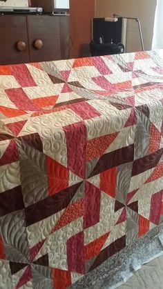 Moje první velká a na rámu. 🌞 Quilting, Blanket, Bed, Home, Stream Bed, Ad Home, Fat Quarters, Blankets, Homes