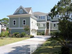 18 Sand Dollar Road Hilton Head Island (South Carolina) 18 Sand Dollar Road is a holiday home is located in Hilton Head Island and is 41 km from Savannah. It provides free private parking.  There is a seating area and a kitchen. Towels and bed linen are available in this holiday home.