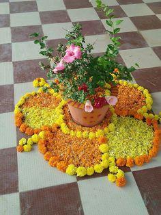 Goddd Diy Diwali Decorations, Festival Decorations, Flower Decorations, Flower Rangoli, Flower Mandala, Flower Art, Rangoli Designs Images, Beautiful Rangoli Designs, Ganpati Decoration At Home