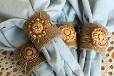 Fall Napkin Rings | Fall napkin rings idea - easy DIY country chic- burlap-buttons- clay