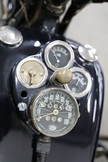 OldMotoDude: 1929 Henderson Model KJ custom with sidecar on display at the 2018 Denver Motorcycle Expo Vintage Motorcycles, Cars And Motorcycles, Indian Motorcycles, Excelsior Henderson, Henderson Motorcycle, Garage Cafe, Sr500, Pedal Cars, Dirt Bikes