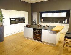 schlichte holz k che mit kochinsel in modernem design cocinas pisos y hogar. Black Bedroom Furniture Sets. Home Design Ideas