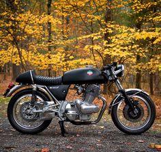 1974 LAVERDA SF2 classic custom transformation by Moto Borgotaro - Brooklyn (NYC) USA • Photos via Union Garage (via Inazuma cafe racer)