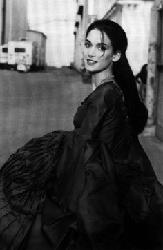 On Set - Bram Stoker's Dracula (1992) by Coppola - #CostumeDesign: Eiko Ishioka - Mina (Winona Ryder)